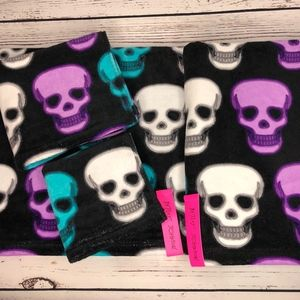 Betsey Johnson Skull Party Glow 4 Piece Towel Set